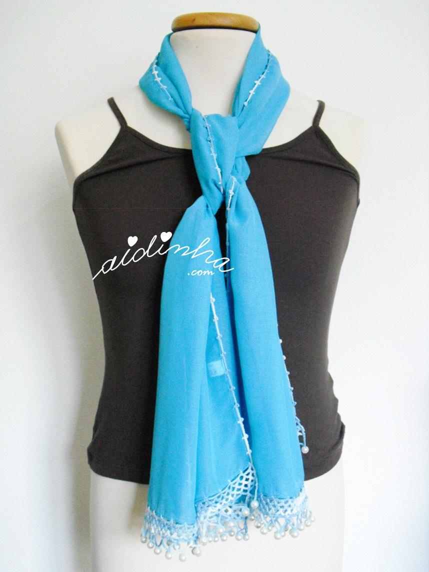 Outra foto da écharpe turquesa com pérolas