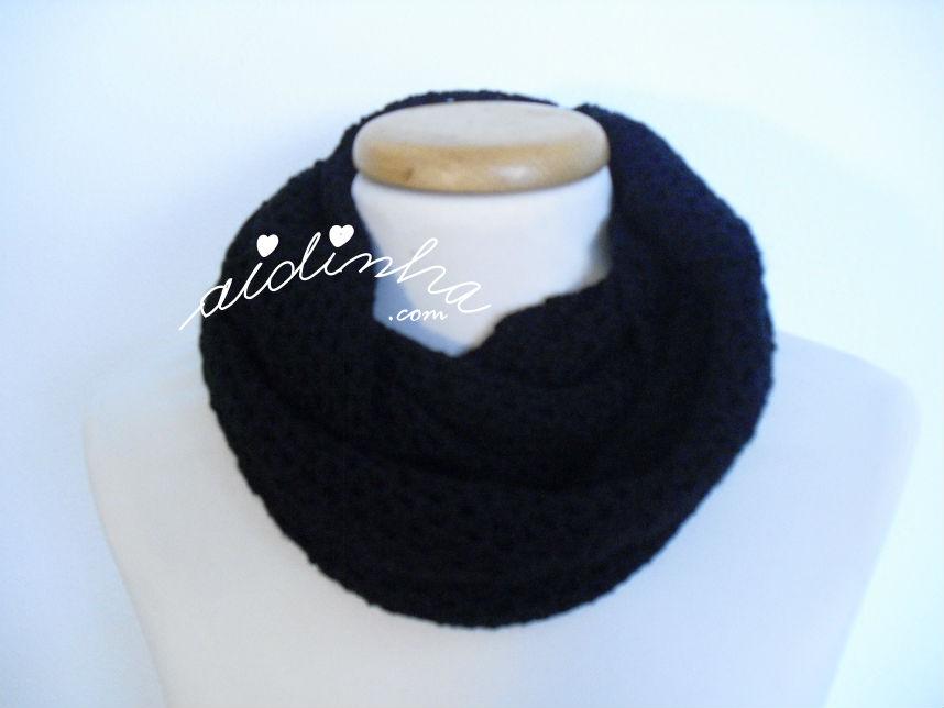Gola, em crochet, preta com duas voltas