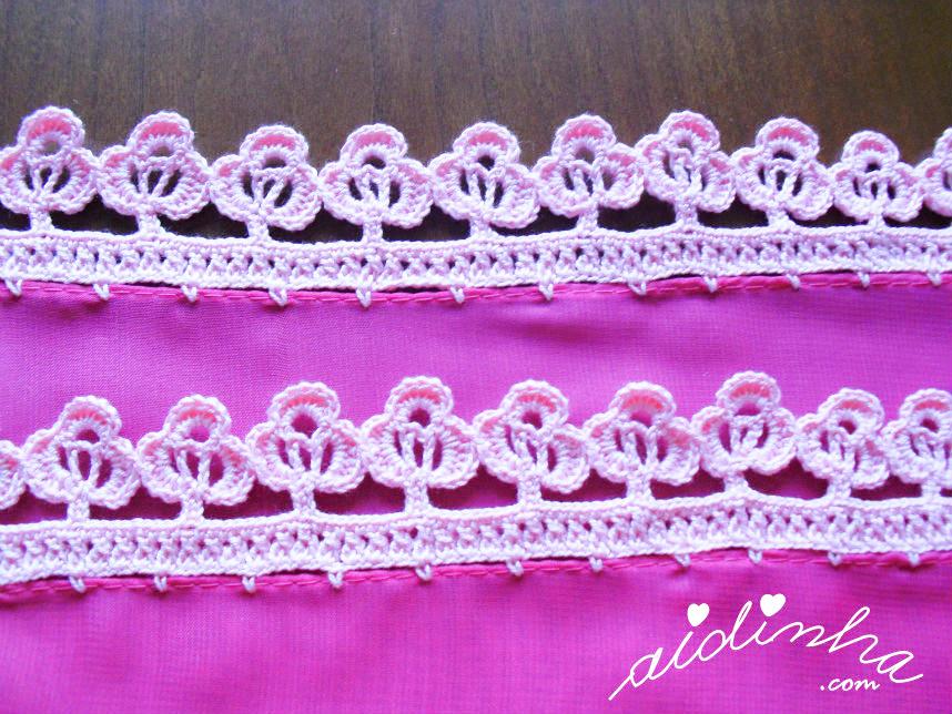 Foto das flores do picô de crochet da écharpe rosa