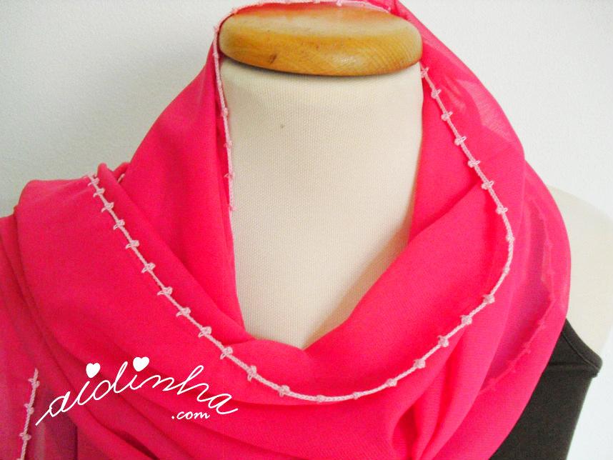 Foto da parte superior da écharpe rosa