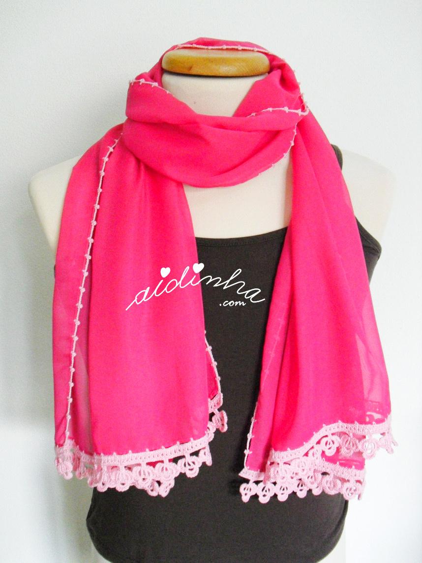 Outra forma de colocar a écharpe rosa