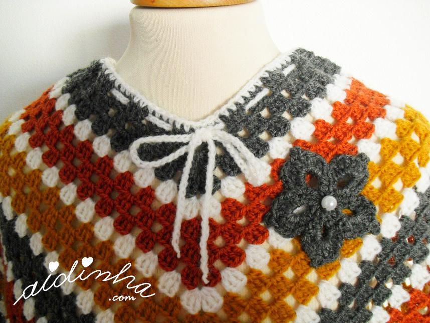 Foto da parte do pescoço, do poncho de crochet