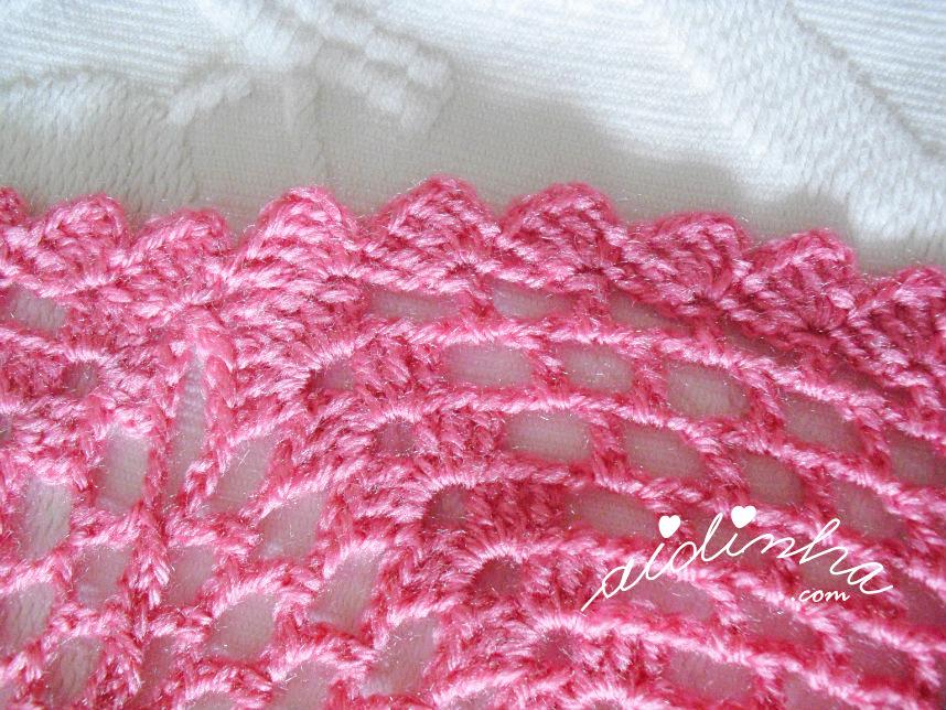 Foto da volta de acabamento da manta ou colcha de crochet