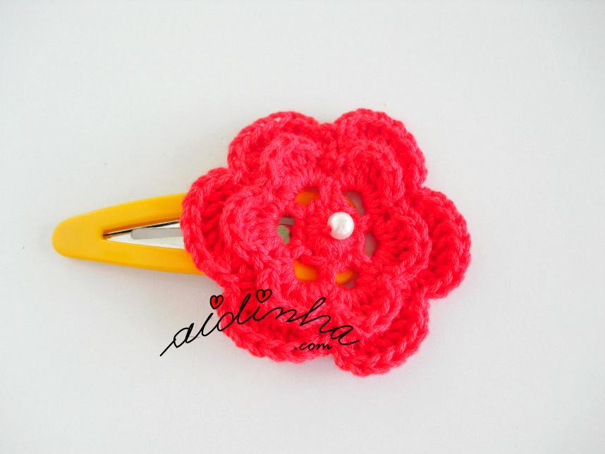 Gancho com flor de crochet na cor vermelho