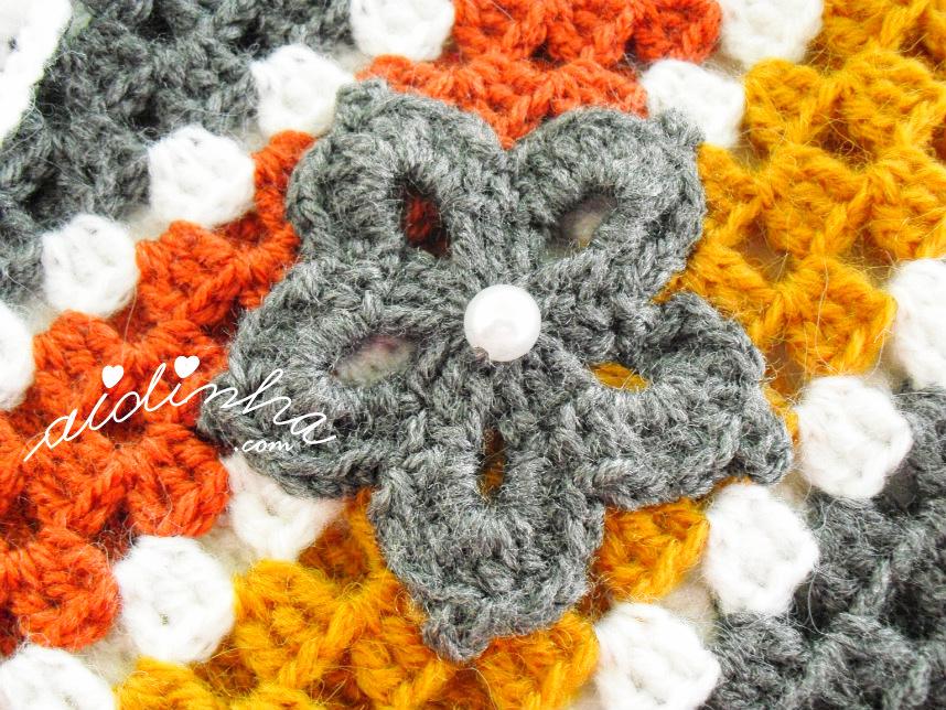 Foto da flor de crochet do poncho