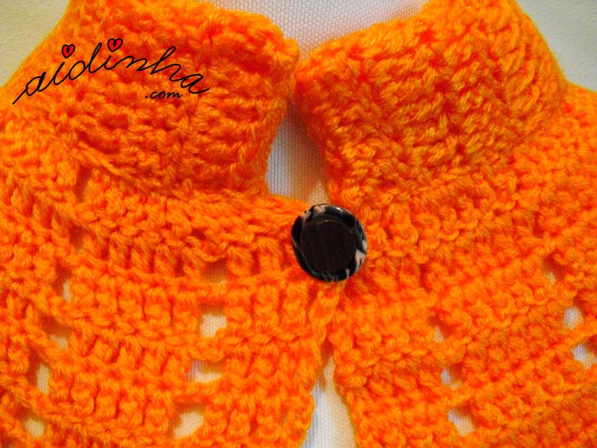 Foto do botão da pelerine de crochet