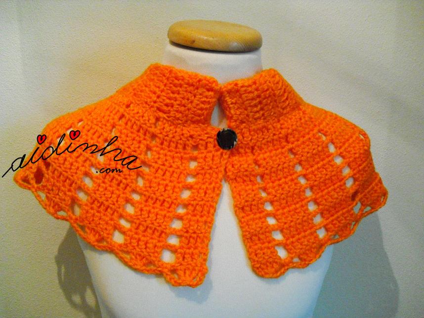 Pelerine, em crochet, na cor laranja