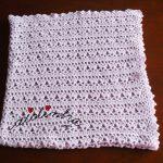 Manta de bebé, em crochet, na cor lilás