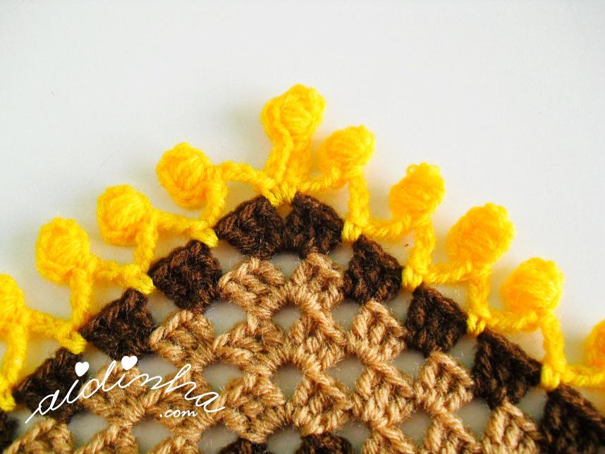 Foto do bico da franja do poncho de crochet