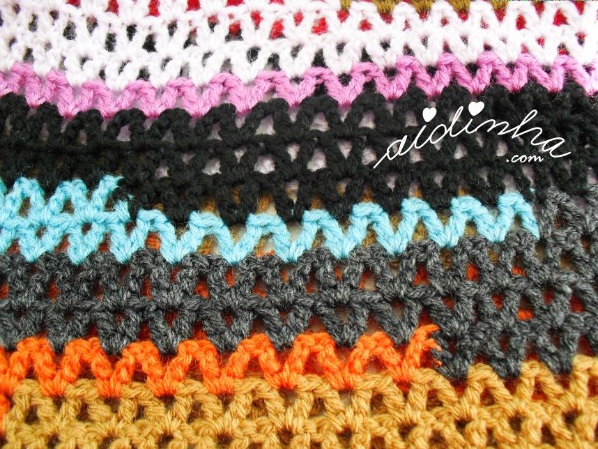 Outra foto do ponto de crochet da gola multicolorida