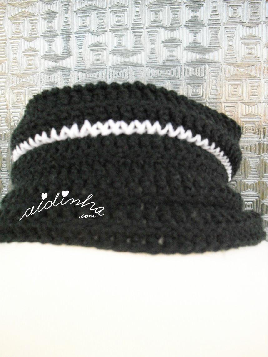 Foto da parte detrás do pescoço da gola de crochet