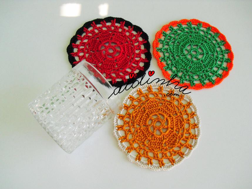 Conjunto de porta-copos, em crochet, coloridos