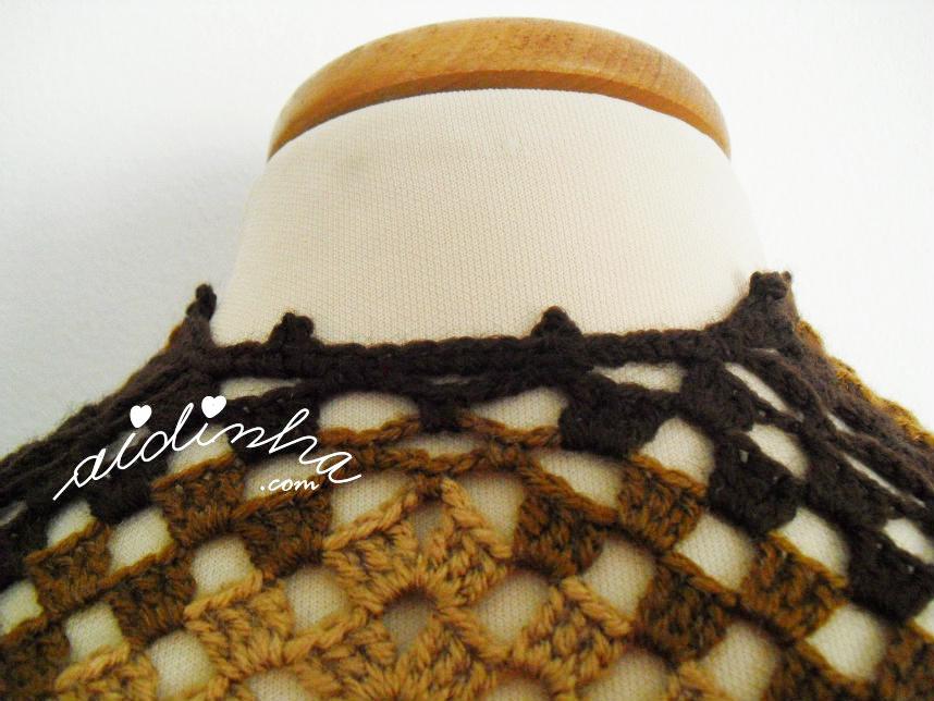 Foto do remate do pescoço da capa/poncho de crochet