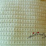 Bolsa em crochet, pérola com flores coloridas