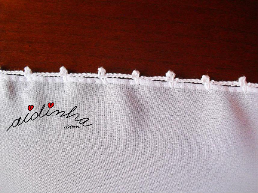 Biquinho de crochet dos lados da écharpe branca