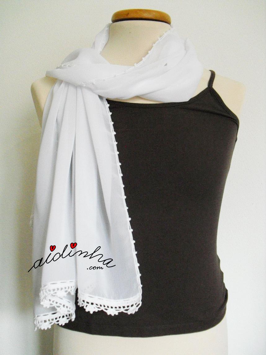 Écharpe branca costumizada com crochet