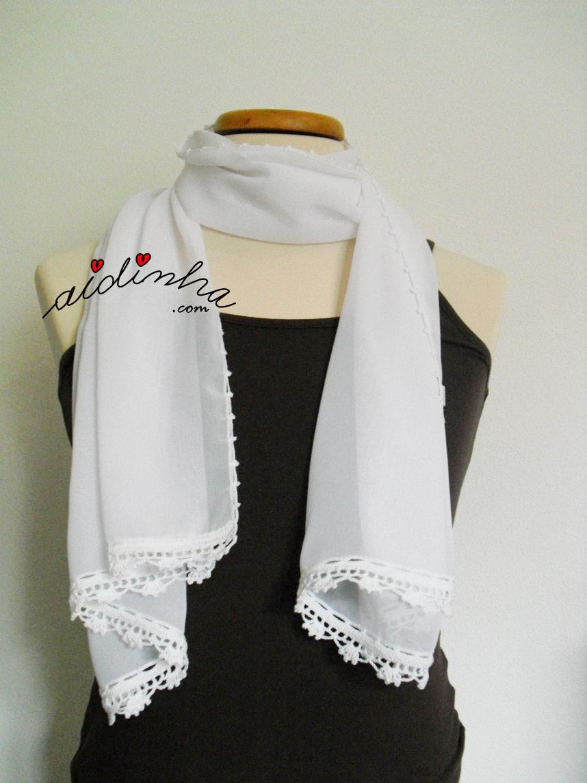 Outra maneira de usar a écharpe branca, com crochet