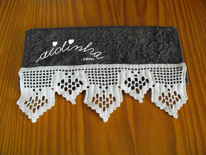 Toalha de bidé castanha, com barra de crochet