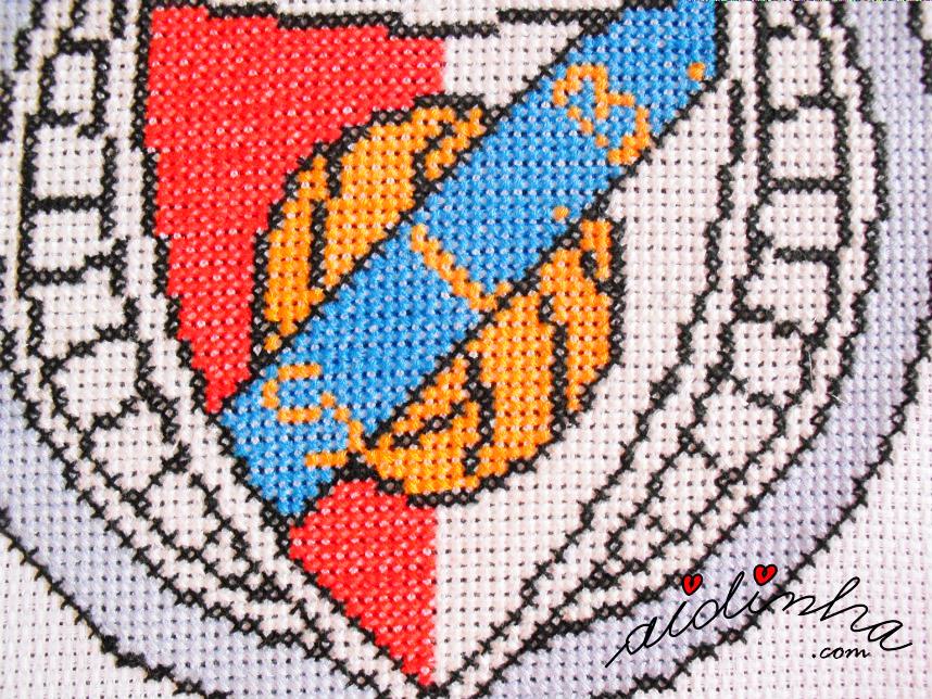 Foto da parte central do emblema, em ponto cruz