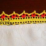 Toalha de mesa com crochet e galinhas