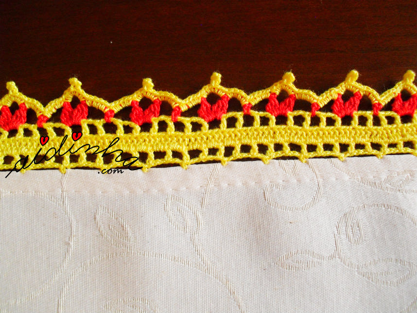 Imagem do picô de crochet da toalha de mesa com galinhas
