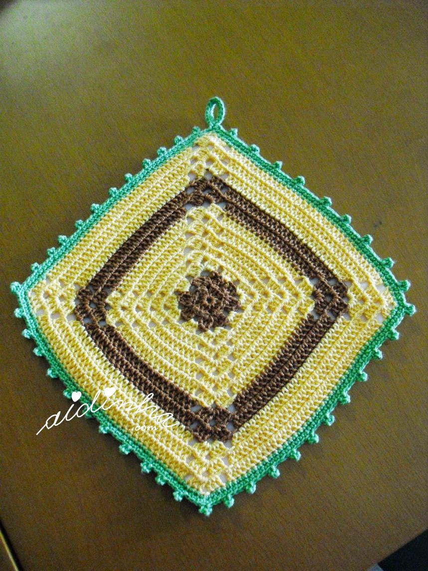 Outra foto da pega ou agarrador em crochet