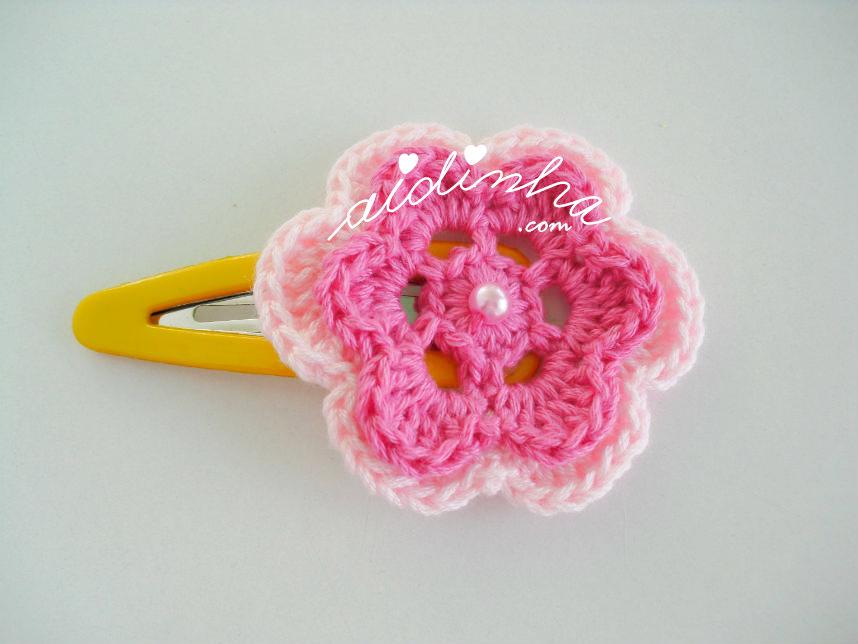 Gancho para cabelo, em crochet, com flor