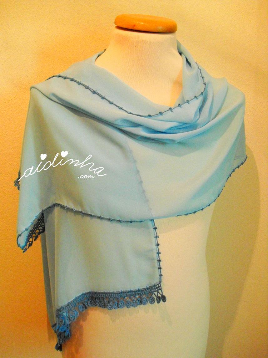 Écharpe costumizada com crochet, na cor azul