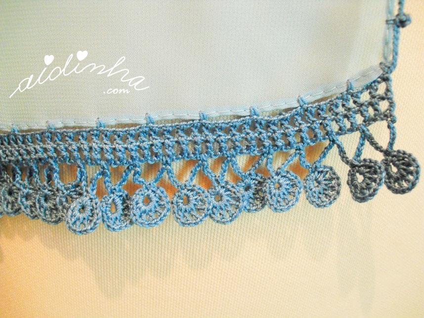 Foto do picô ou bico de crochet, da écharpe azul