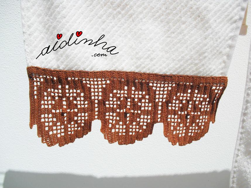Foto da barra de crochet castanha das toalhas de banho