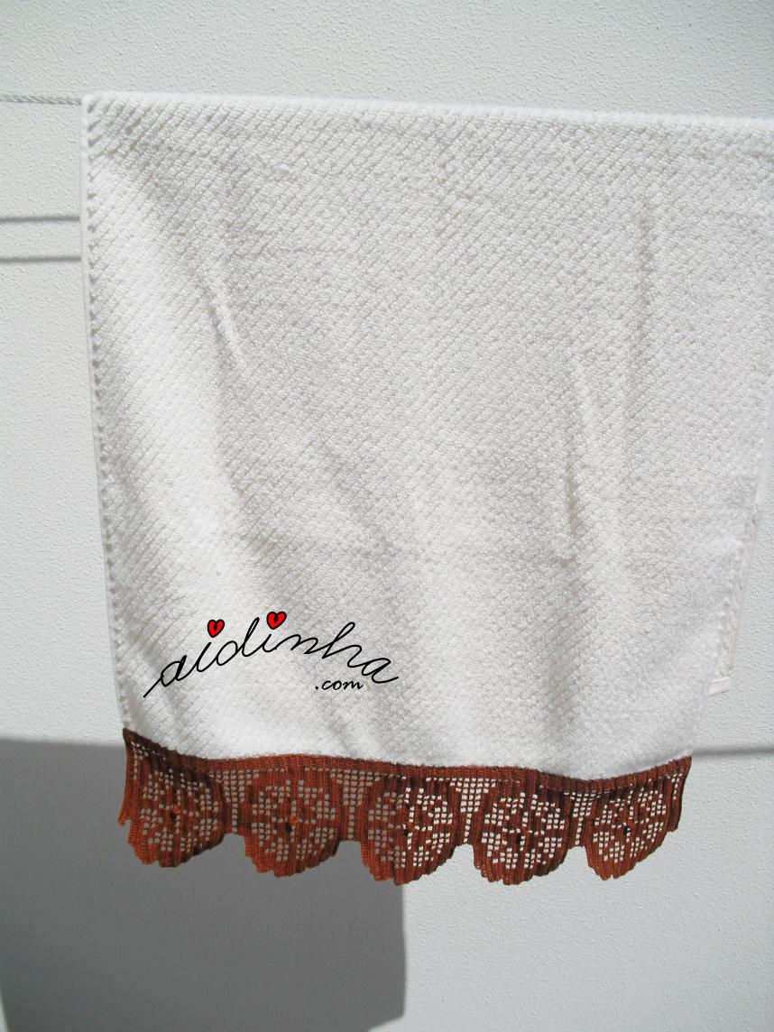 Foto da toalha maior com crochet