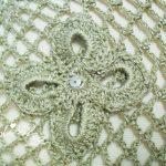 Xaile de crochet, com flores aplicadas