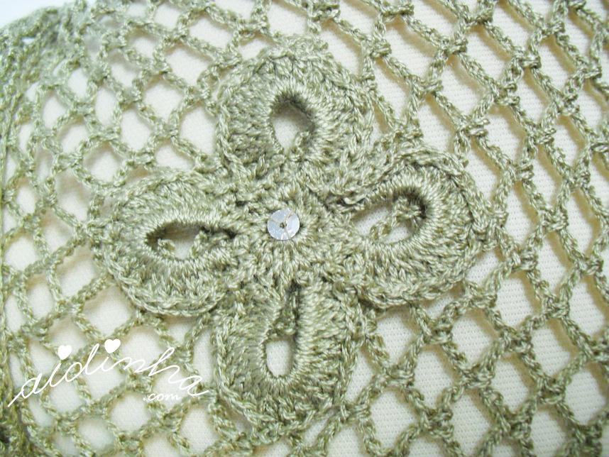 Flor aplicada no xaile de crochet