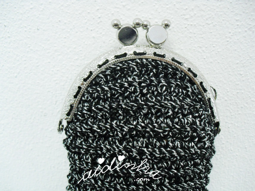 Imagem do fecho metálico da bolsa de crochet