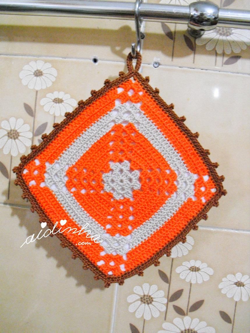 Pega ou agarrador, em crochet, laranja