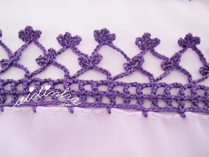 Foto das flores de crochet da écharpe lilás