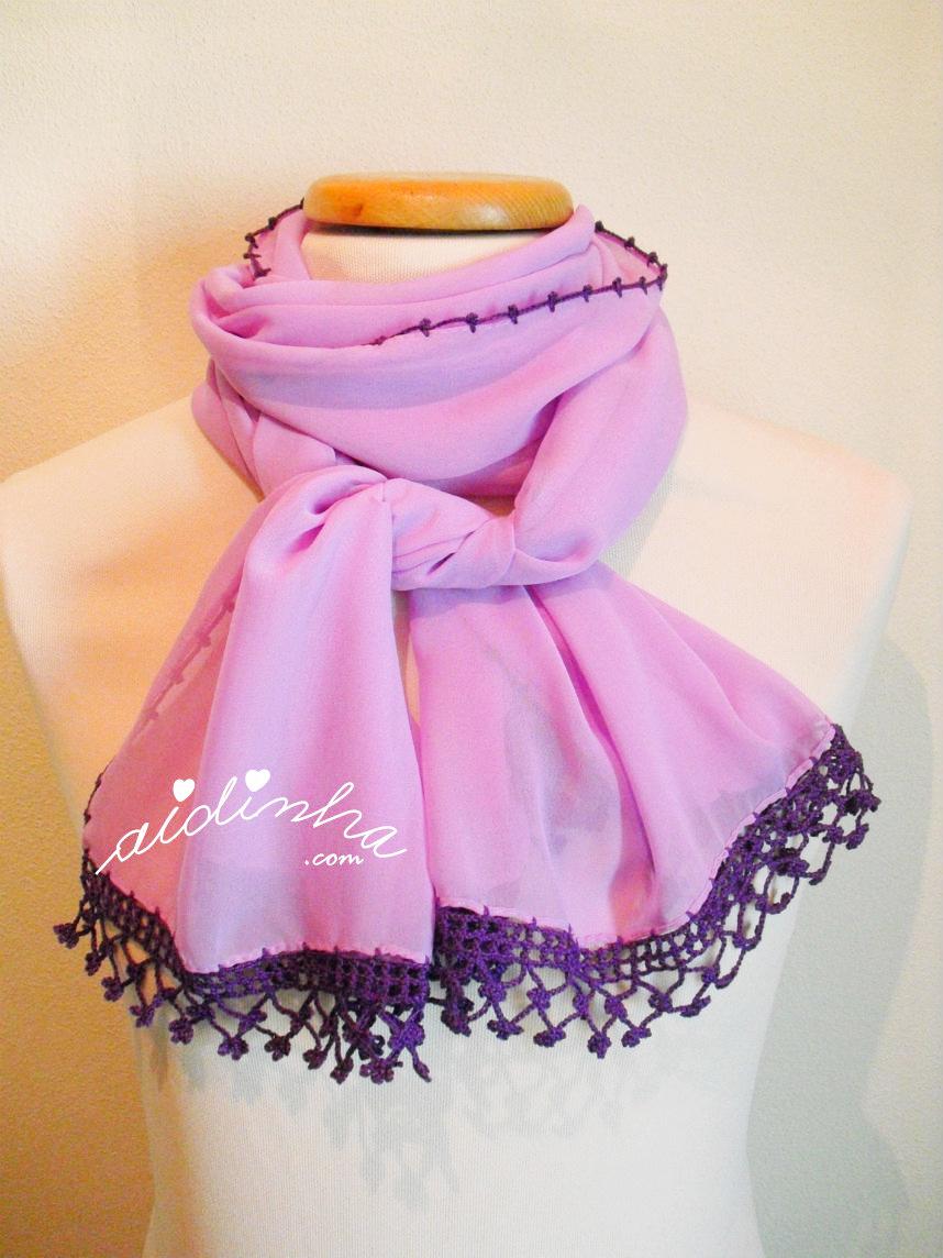 Écharpe lilás costumizada com crochet