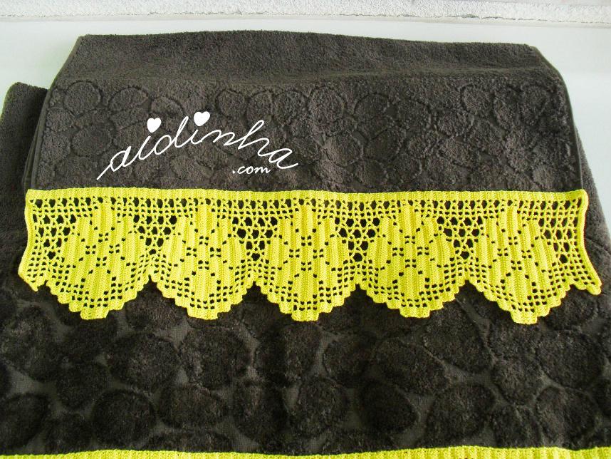Foto da barra de crochet de uma das toalhas