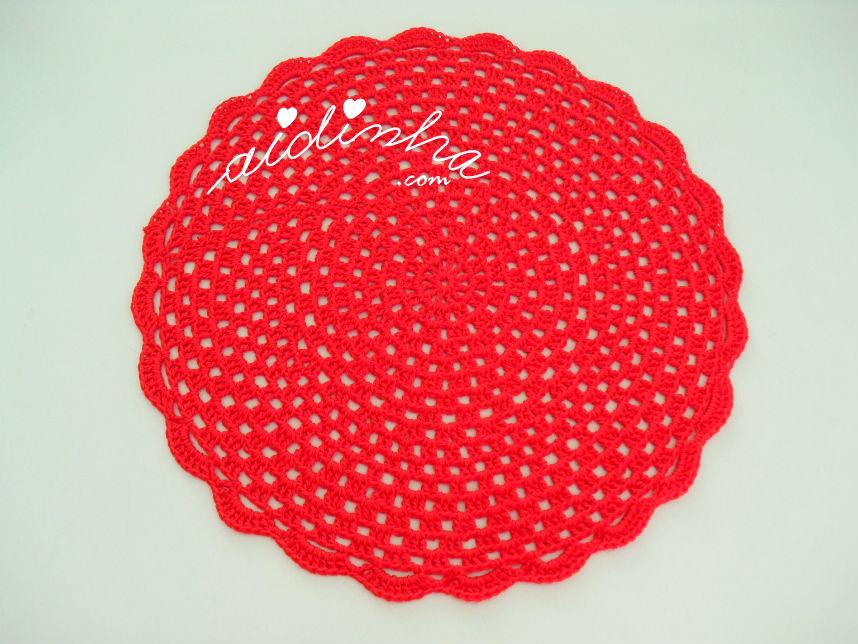 Individual de crochet, na cor vermelho