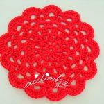 Conjunto de individuais e porta-copos de crochet, em vermelho