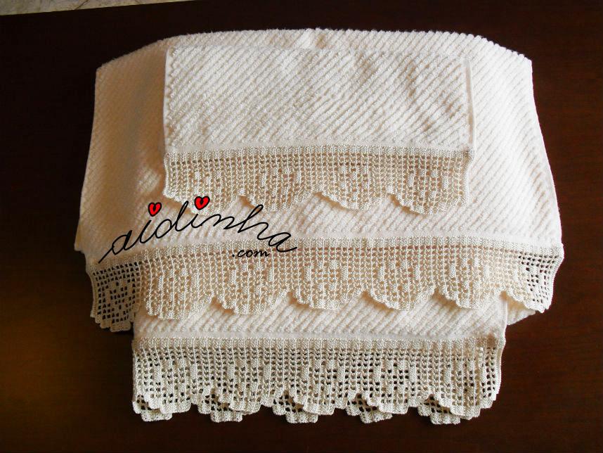 Conjunto de toalhas, com barras de crochet com corações