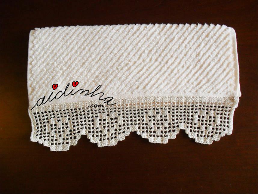 Toalha de bidé com barra de crochet com corações