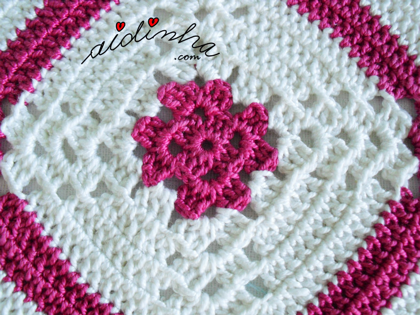 Pega de crochet branca e rosa