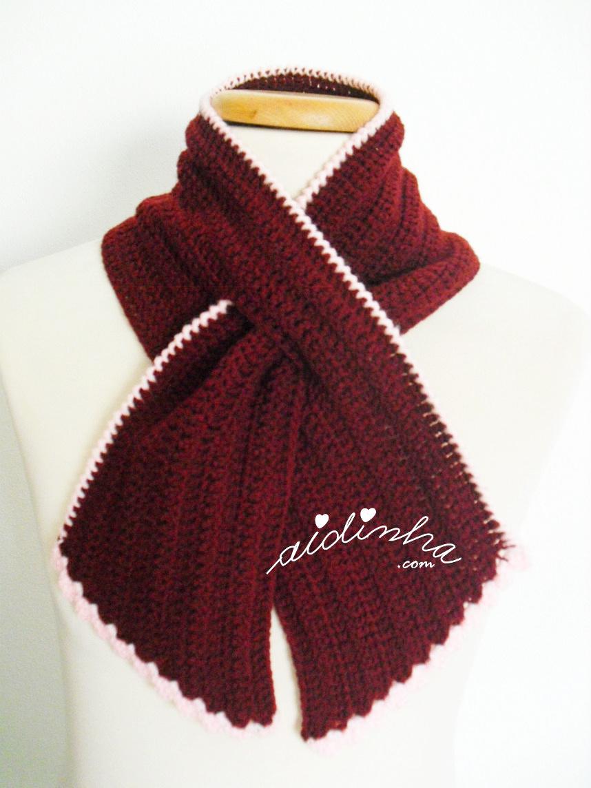 Gola graciosa, em crochet, bordeaux e rosa
