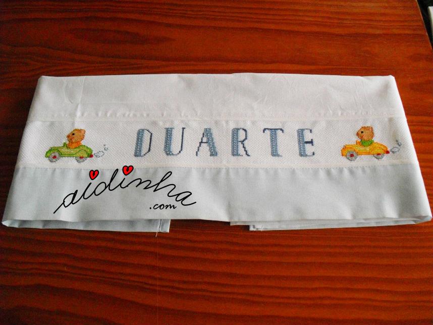 Lençol Duarte, bordado em ponto cruz