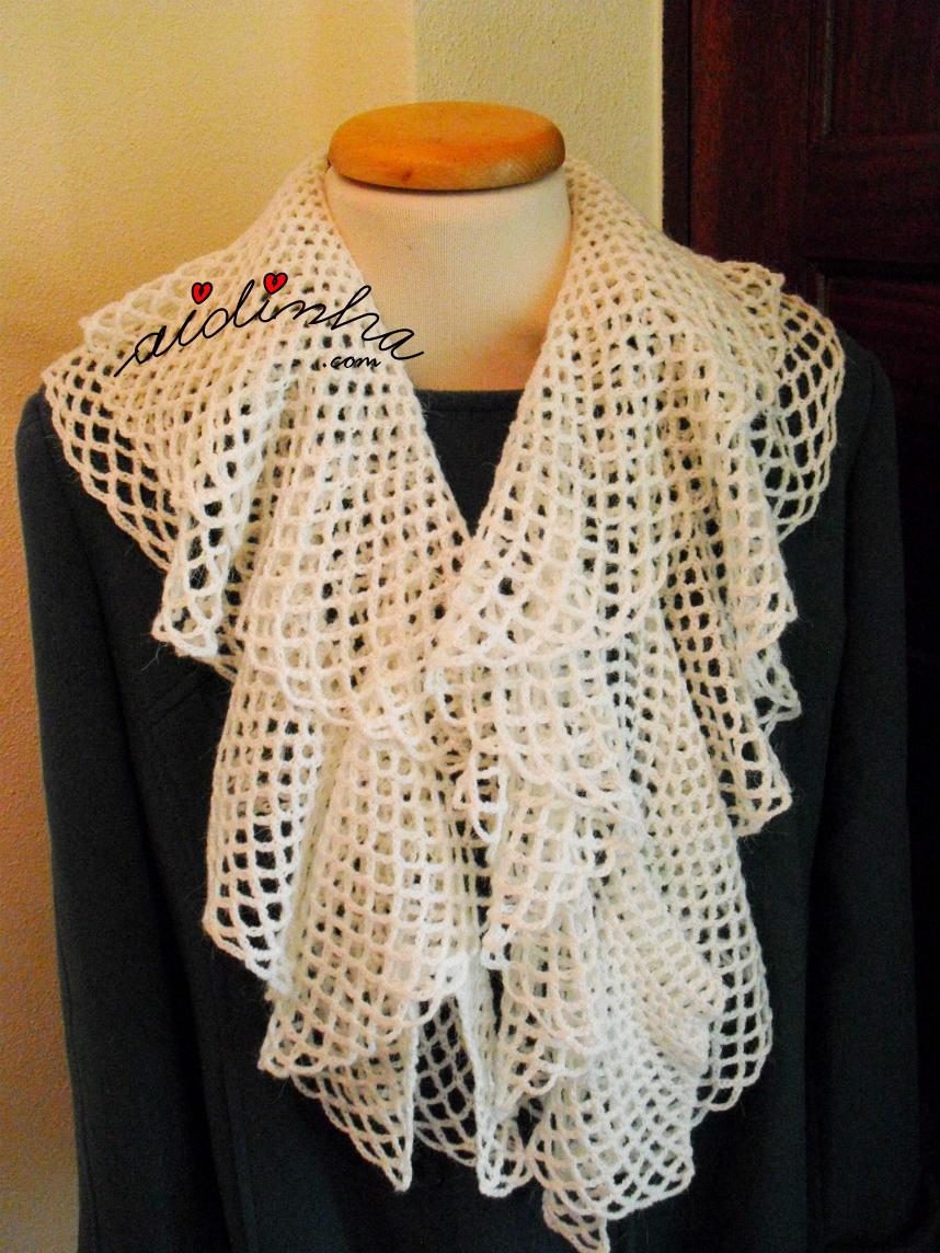 Cachecol de crochet, com folhos, branco