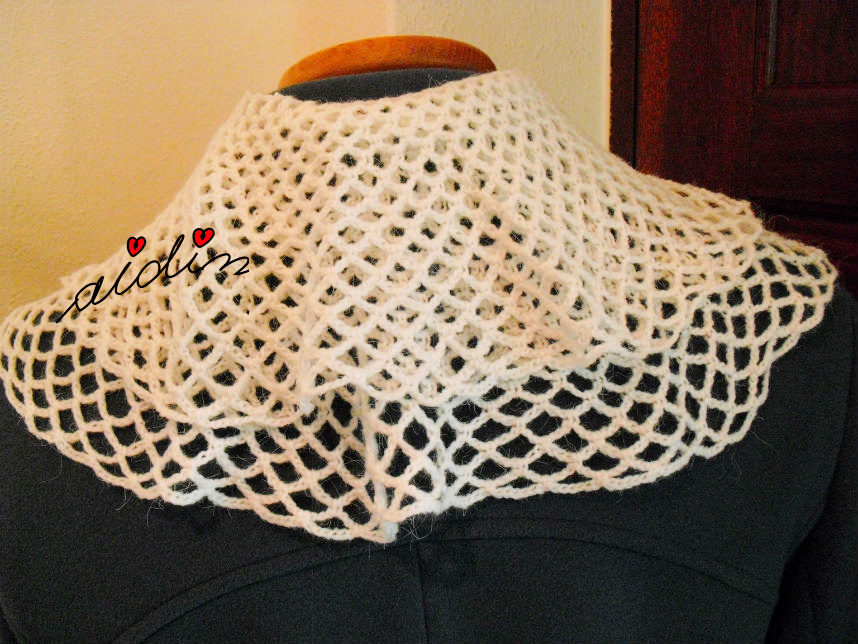 Parte detrás do cachecol de crochet