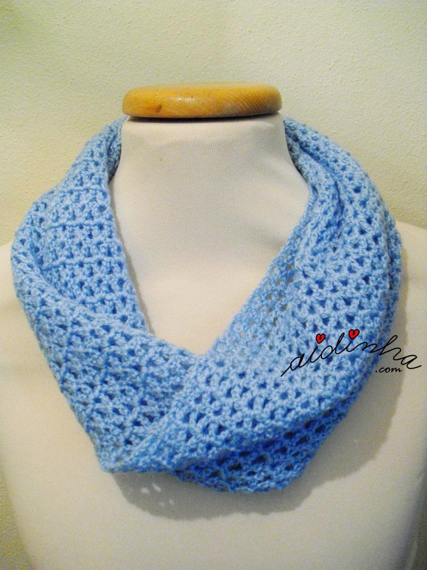 Gola de crochet azul, torcida