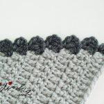 """Gola """"Graciosa"""" em crochet, nas cores cinza claro e escuro"""