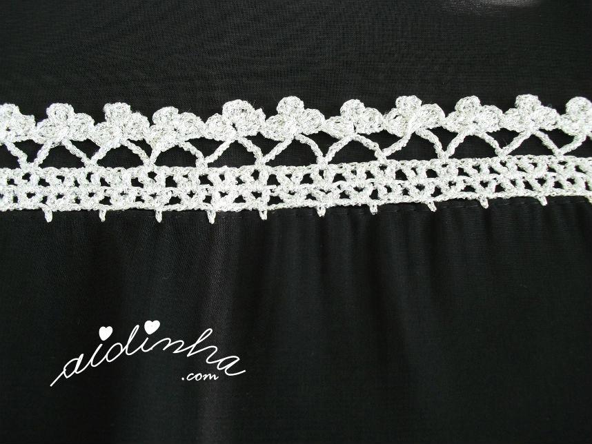 Motivo de flores da écharpe preta com crochet prateado